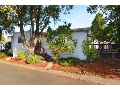 Eugene Single Family Home For Sale: 1800 Lakewood Ct Space 4