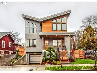 Clackamas County, Multnomah County, Washington County Single Family Home For Sale: 4041 SE Knapp St