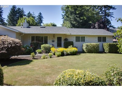 Lake Oswego Single Family Home For Sale: 4971 SW Lakeview Blvd