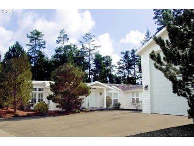Single Family Home Sold: 923 Island Dr S