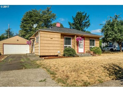 Portland Single Family Home For Sale: 4109 SE 114th Ave
