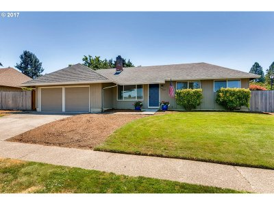 Tualatin Single Family Home For Sale: 8660 SW Comanche Way