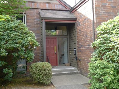 Tigard Condo/Townhouse For Sale: 15695 SW 114th Ct #2