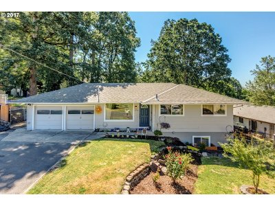 Milwaukie Single Family Home For Sale: 4598 SE Whipple Ave