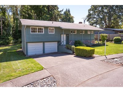 Beaverton Single Family Home For Sale: 6820 SW Rollingwood Dr