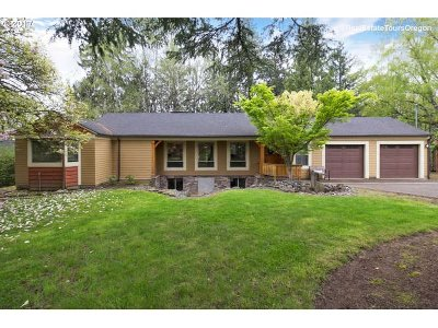 Portland Single Family Home For Sale: 2645 SW Maple Ln