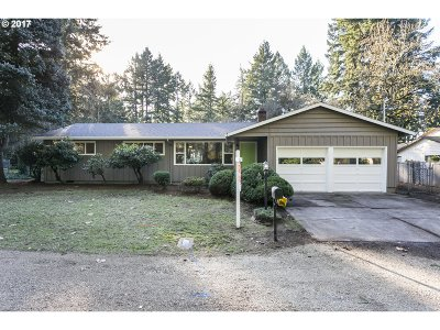 Lake Oswego Single Family Home For Sale: 16011 Lake Forest Blvd