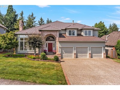 Lake Oswego Single Family Home For Sale: 17325 Oak Meadow Ln