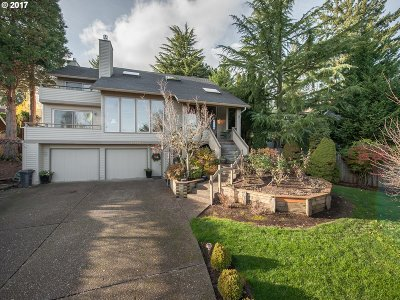 Lake Oswego Single Family Home For Sale: 17184 Carlson Ct
