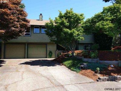 Single Family Home For Sale: 5044 Linda Ct