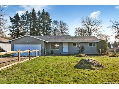 Milwaukie, Gladstone Single Family Home For Sale: 17853 SE Candy Ln