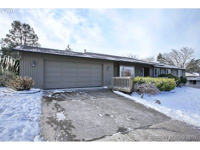 Troutdale Single Family Home For Sale: 3729 SE Stott Ct