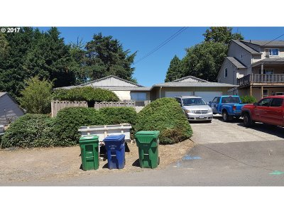 Milwaukie Multi Family Home For Sale: 3821 SE Jefferson St