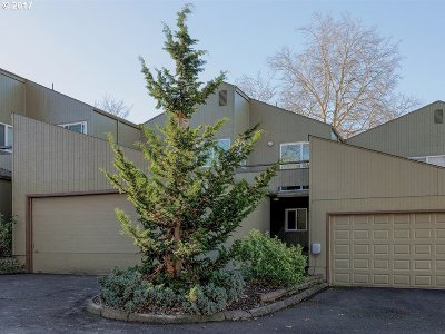Beaverton Condo/Townhouse For Sale: 17662 NW Rolling Hill Ln