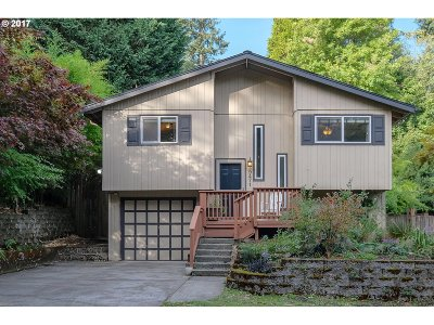 Portland Single Family Home For Sale: 9471 SW 51st Ave