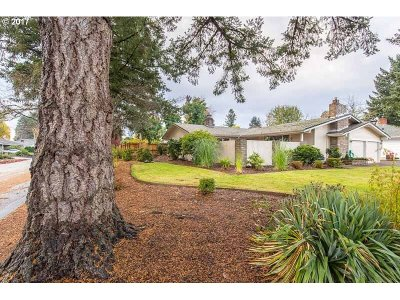 Eugene Single Family Home For Sale: 302 Carthage Ave