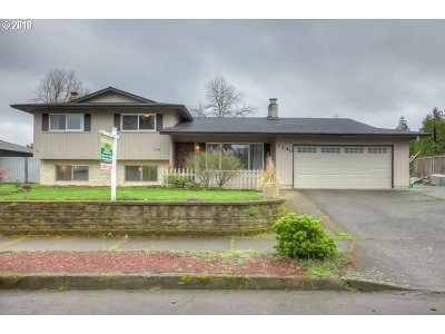 Milwaukie, Gladstone Single Family Home For Sale: 7140 Valley View Dr