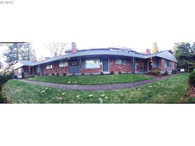 Lake Oswego Multi Family Home For Sale: 10 E Ave