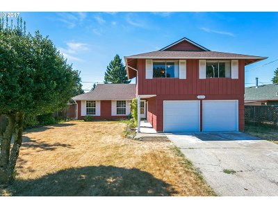 Portland Single Family Home For Sale: 1615 SE 159th Ave