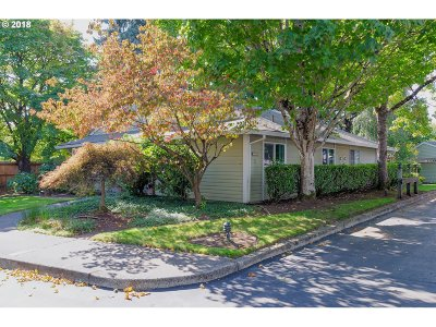 Tigard Condo/Townhouse For Sale: 10850 SW Meadowbrook Dr #54