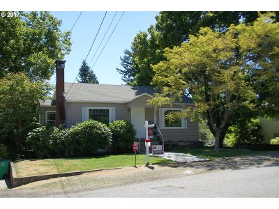 Portland Single Family Home For Sale: 2530 SW Troy St