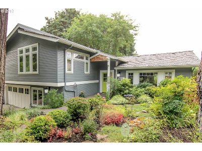 Portland Single Family Home For Sale: 4820 SW Lowell Ct