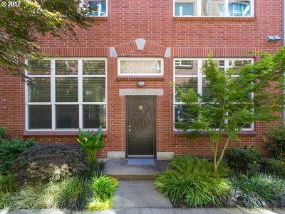 Condo/Townhouse For Sale: 1009 NW Hoyt St #104