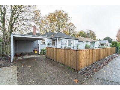 Single Family Home For Sale: 9270 SE Washington St