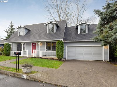 Gresham Single Family Home For Sale: 141 NE Greenway Dr