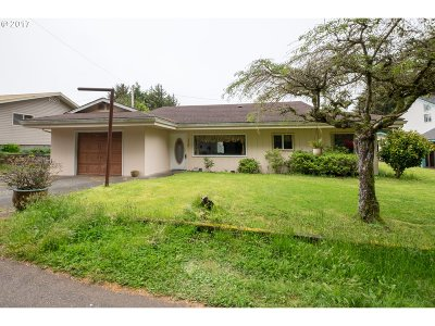 Lincoln City Single Family Home For Sale: 3725 NE Surf Dr