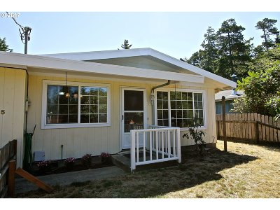 Coos Bay Single Family Home For Sale: 745 Seagate