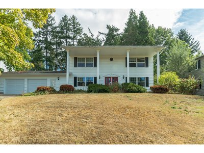 Beaverton Single Family Home For Sale: 6220 SW Spruce Ave