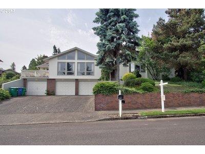 Single Family Home For Sale: 15738 NE Siskiyou Ct