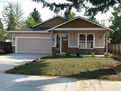 Single Family Home For Sale: 12958 SE Mitchell St