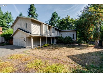 Portland Single Family Home For Sale: 7345 SW Pineridge Ct