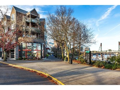 Multnomah County Condo/Townhouse For Sale: 0305 SW Montgomery St #308