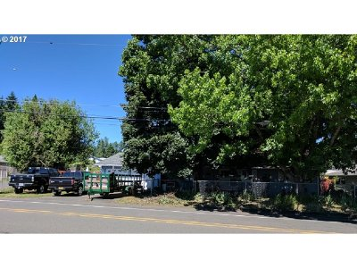 Gladstone Single Family Home For Sale: 18600 Portland Ave
