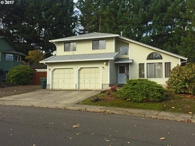 Hucrest Single Family Home For Sale: 2460 NW Loma Vista Dr