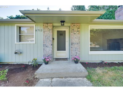 Milwaukie Single Family Home For Sale: 8712 SE 41st Ave