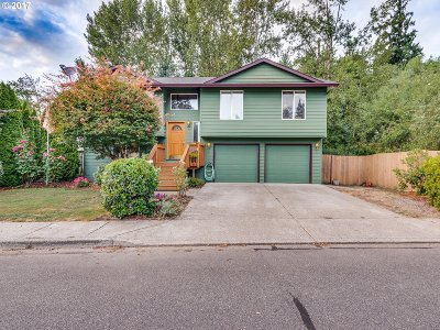 Milwaukie Single Family Home For Sale: 4567 SE Pennywood Dr
