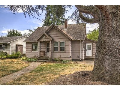Milwaukie Single Family Home For Sale: 3026 SE Balfour St