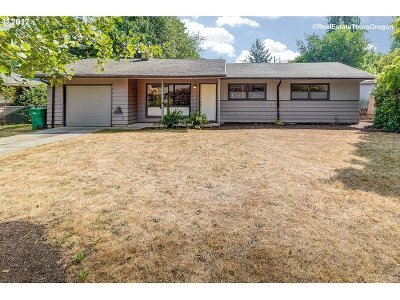 Single Family Home For Sale: 16516 SE Mill St