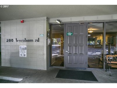 Lake Oswego Condo/Townhouse For Sale: 200 Burnham Rd #101