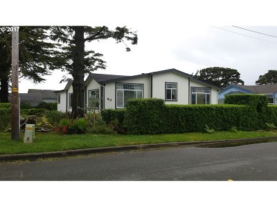 Bandon Single Family Home For Sale: 815 10th St