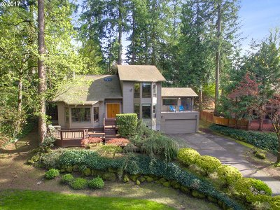 Lake Oswego Single Family Home For Sale: 16700 Phantom Bluff Ct