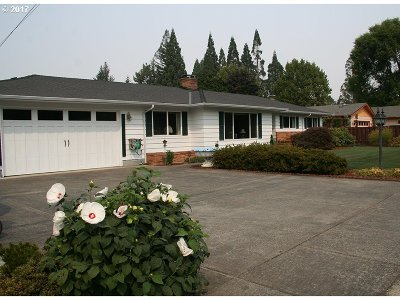 Newberg, Dundee Single Family Home For Sale: 701 Dayton Ave