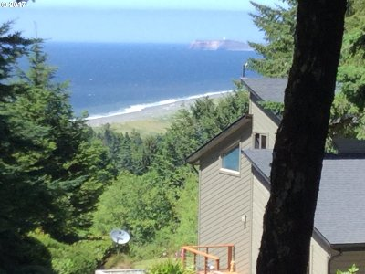 Port Orford Single Family Home For Sale: 305 Coast Guard Hill Rd