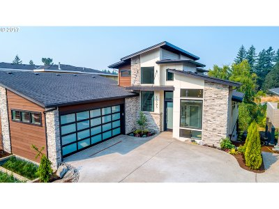 Lake Oswego Single Family Home For Sale: 13593 Westlake Dr