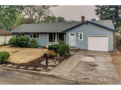 Milwaukie Single Family Home For Sale: 3263 SE Silver Springs Rd