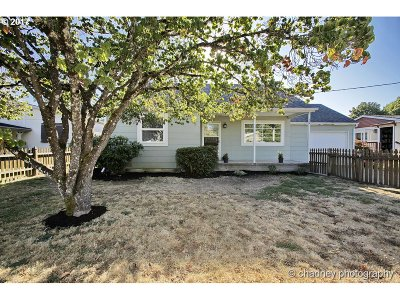 Estacada Single Family Home For Sale: 554 NW Wade St